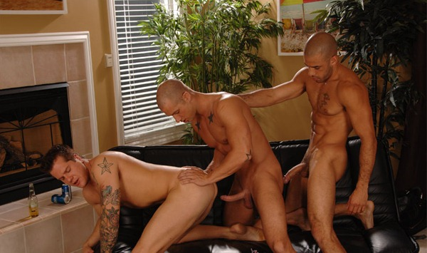 austin-wilde-hardcore-threesome-gay-sex